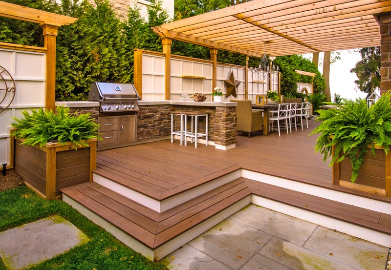 Deck pictures paradise decks and landscape design for Backyard deck pictures